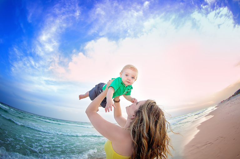 Family Beach Mini Session, mommy and baby